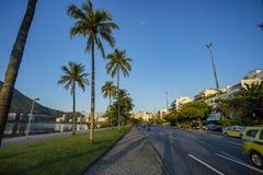 Stad av den Rio de Janeiro, Brasilien, Epitacio Pessoa aveny- och Rodrigo de Freitas lagun arkivfoton