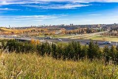 Stad av Edmonton River Valley Arkivbild