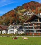 Stad av Engelberg i Schweiz i höst Royaltyfria Foton
