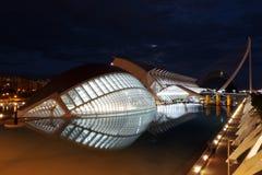 Stad av för byggnadsnatt för konster och för vetenskaper hemisferic sikt, Valencia, Spanien arkivfoton