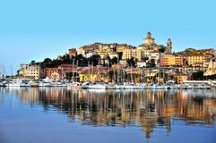 Stad av Imperia, Liguria, Italien under soluppgång arkivfoto
