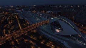 Stad av konster och vetenskaper i Valencia på natten, flyg- sikt lager videofilmer