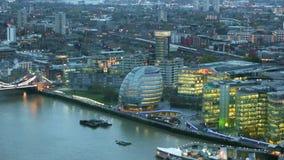 Stad av London, flod Themsen på solnedgången lager videofilmer