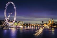 Stad av London på skymning Arkivfoto