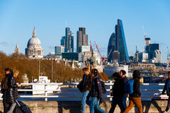 Stad av London som ses från den Waterloo bron Royaltyfria Bilder