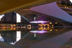 Stad av moderna arkitekturbyggnader för konster och för vetenskaper på natten, Valencia, Spanien fotografering för bildbyråer