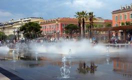 Stad av Nice - älskvärd springbrunn Arkivbilder