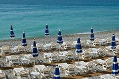 Stad av Nice - strand med paraplyer Royaltyfria Bilder