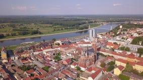 Stad av Osijek den flyg- panoramautsikten stock video