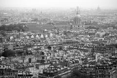 Stad av Paris i svartvitt Arkivfoton