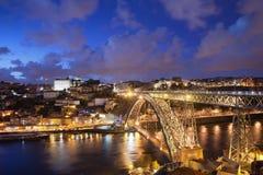Stad av Porto i Portugal vid natt Fotografering för Bildbyråer