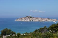 Stad av Primosten, Kroatien Royaltyfria Foton