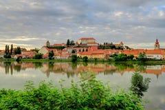 Stad av Ptuj, Slovenien, på en molnig dag Fotografering för Bildbyråer