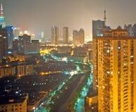 Stad av Shanghai på natten Royaltyfri Bild