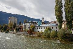 Stad av Spittal en der Drau, Gurktal fjällängar, Österrike royaltyfri fotografi