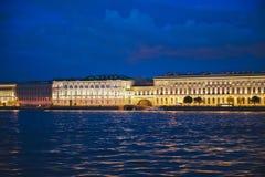 Stad av St Petersburg, nattsikter från det motoriska skeppet 1184 Royaltyfria Foton