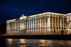 Stad av St Petersburg, nattsikter från det motoriska skeppet Arkivfoton
