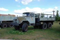 Stad av Togliatti Tekniskt museum av K G sakharov Utställning av den onboard lastbilen ZIL-131 för museum Arkivbild