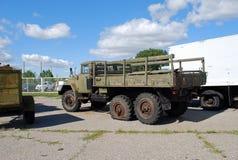 Stad av Togliatti Tekniskt museum av K G sakharov Utställning av den onboard lastbilen ZIL-131 för museum Arkivfoto