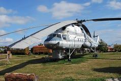 Stad av Togliatti Tekniskt museum av K G sakharov Utställning av kranen för helikopter för transport Mi-10 för museum den militär Royaltyfria Foton