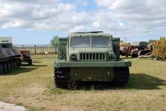 Stad av Togliatti Tekniskt museum av K G sakharov Utställning av traktoren för artilleri ATS-59 för museum den genomsnittliga Royaltyfria Bilder