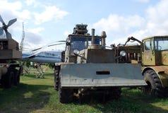 Stad av Togliatti Tekniskt museum under den öppna himlen K G Sakharova Utställning av den regements- gräva bilen för museum PZM-2 Royaltyfri Bild