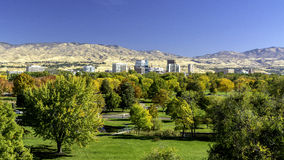Stad av träd Boise Idaho i nedgångfärger Arkivbilder