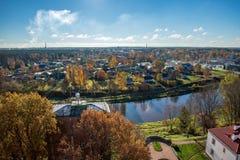 Stad av Valmiera i Lettland från över royaltyfri bild