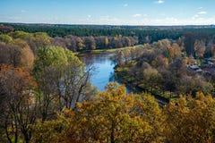 Stad av Valmiera i Lettland från över royaltyfria foton