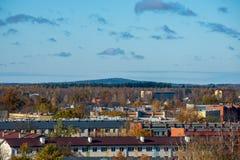 Stad av Valmiera i Lettland från över arkivfoton
