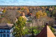Stad av Valmiera i Lettland från över royaltyfri fotografi