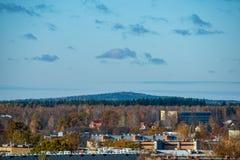 Stad av Valmiera i Lettland från över arkivbild