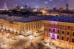 Stad av Warszawa i Polen vid natt Arkivfoton