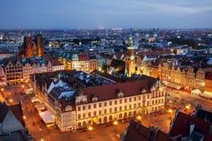 Stad av Wroclaw i Polen, gammal stadmarknadsfyrkant från över arkivfoton