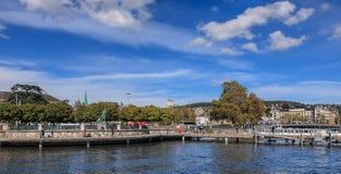 Stad av Zurich, sikt från sjön Zurich Royaltyfri Fotografi