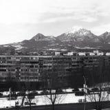 Stad & berg Royaltyfri Fotografi