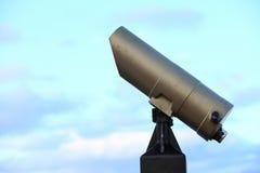 Stad-beskåda den turist- teleskopsökaren beskådar dag lätt Royaltyfri Fotografi