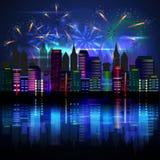 Stad bij nacht met vuurwerk Stock Foto