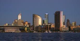 Stad bij schemer - Melbourne Stock Afbeeldingen