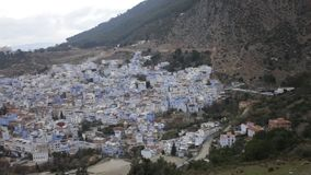Stad Chefchaouen in Marokko stock footage