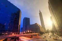 Stad dag en nacht Royalty-vrije Stock Foto's