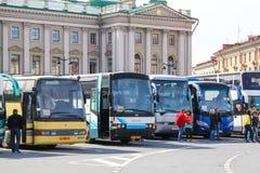 Stad de bussen van de sightseeingsbus royalty-vrije stock afbeelding