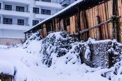 Stad in de de Wintersneeuw Stock Afbeelding