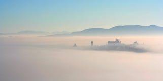 Stad in de mist Stock Fotografie