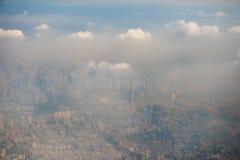 Stad in de mist Royalty-vrije Stock Afbeelding
