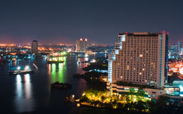 Stad de stad in bij nacht Royalty-vrije Stock Foto