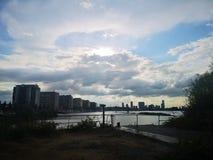 Stad in de wolken stock fotografie