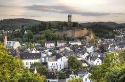 Stad Dillenburg med den historiska slotten Royaltyfria Bilder