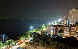 Stad en het strand stock foto