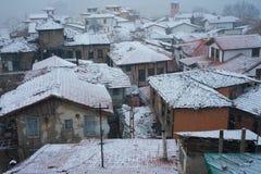 Stad en sneeuwval stock fotografie